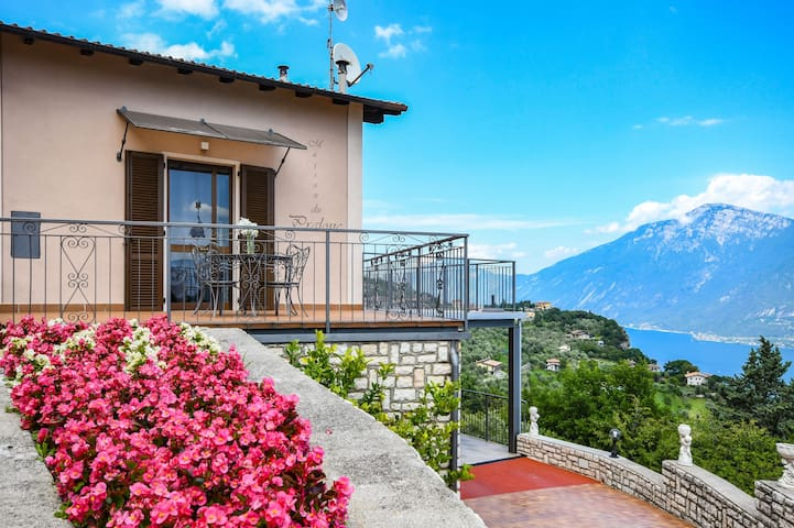 Holiday Apartment Maison du Pralonc - LAGO  with Lake View, Mountain View, Wi-Fi, Garden & Terrace; Parking Available, Pets Allowed