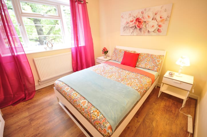 (ANS-D) PRIVATE ROOM FOR 2 IN LONDON