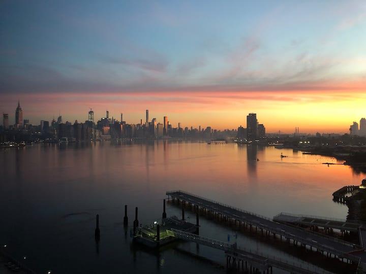 Luxury 1 BR with a Manhattan View in Williamsburg