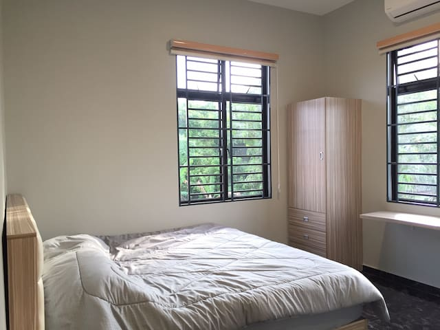 Mersing Double Room 1(K-Bed with Private Bathroom)