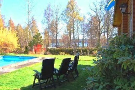 Cottage with pool at lake Sommen - Tullerum - Dom