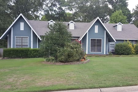 Bryant home Perfect for Travel Nurse. $700 per mo