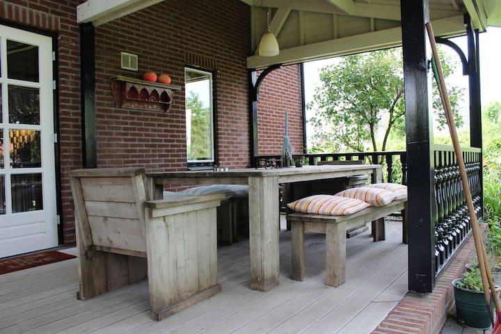 Groot MiddenPeelhuis incl. ontbijt - Beringe - Villa
