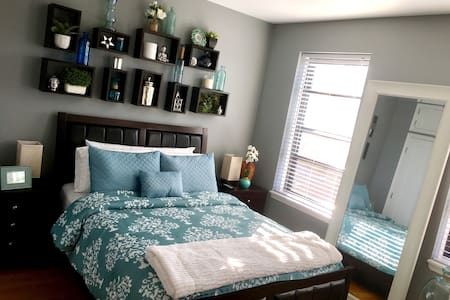 BEAUTIFUL BEDROOM IN MODERN HOME - Woodside  - Apartment