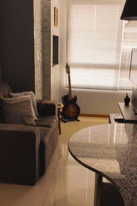 Apartamento aconchegante, central e com garagem