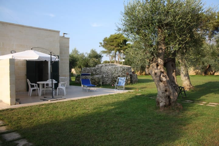 Salento, San Foca, villa nel verde