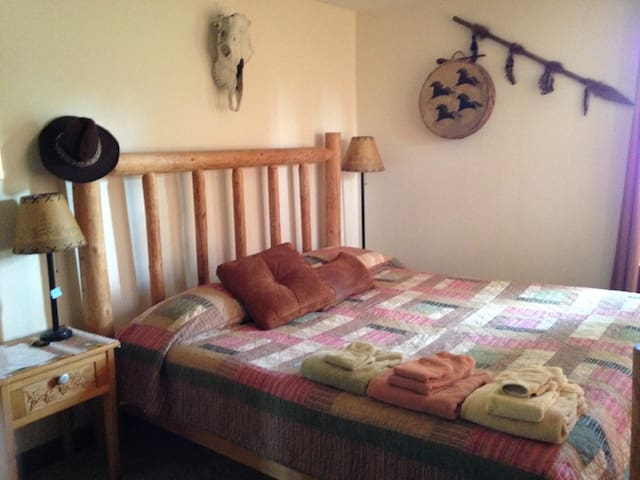 Central Oregon Farmstay - Rodeo Room - Redmond - Rumah