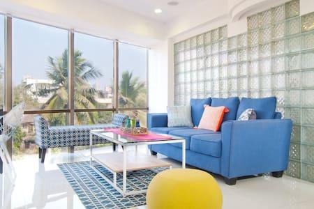 Sunlit Bandra Home  with Sea Views - Mumbai