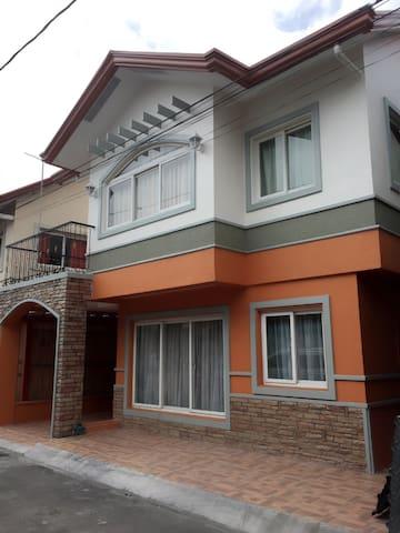 Basti's Villa near SM City East Ortigas - Pasig - Hus