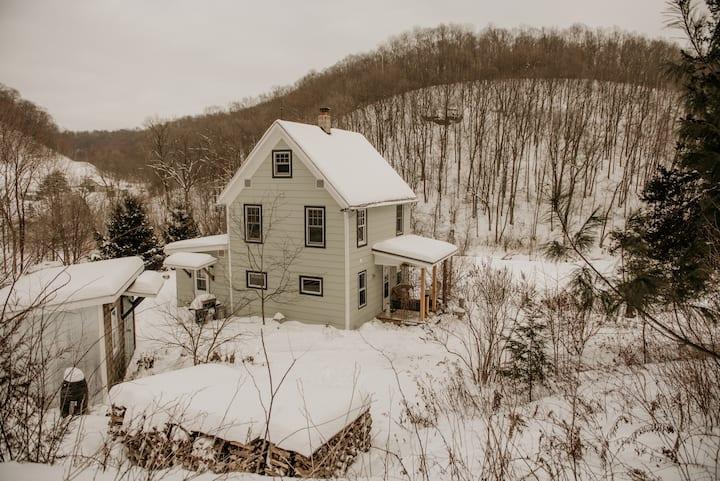 Steiner Hollow Farmhouse with Sauna by Creek