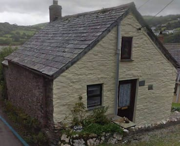 Quirky Cornish cottage with inherent romance.