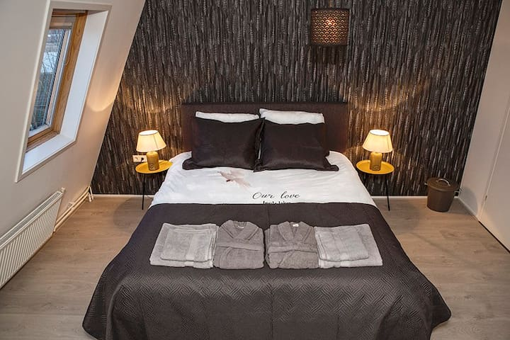 Chic new room in Hillegom, 30 min to Amsterdam