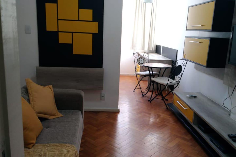 Sala de estar/escrivaninha
