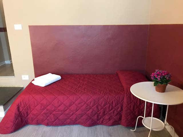 Sleep 2 with private external bathroom in Florence