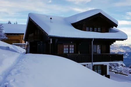 Champoussin Portes du Soleil ski in & out
