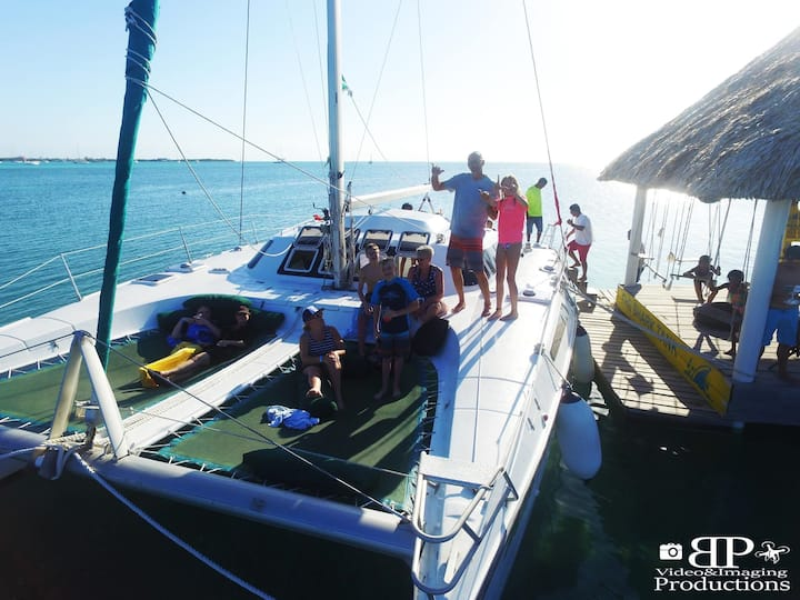 Sailing & Snorkeling/Diving Charter in Belize