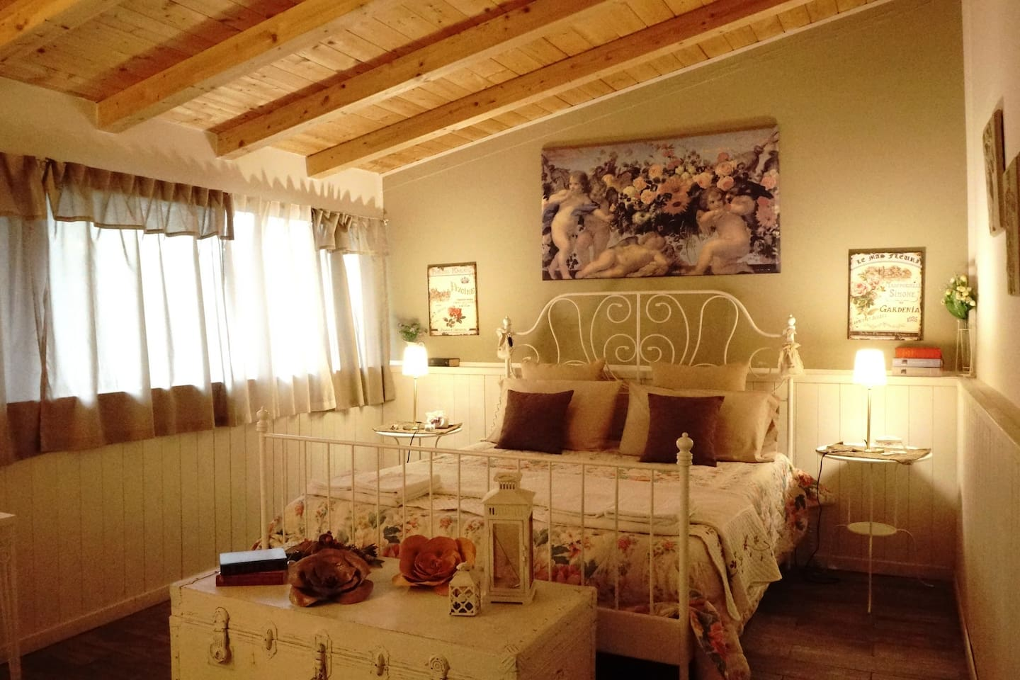 Our warm shabby chic double room