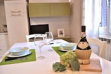 The Table in the Dining Area can accomodate 6 people easily!