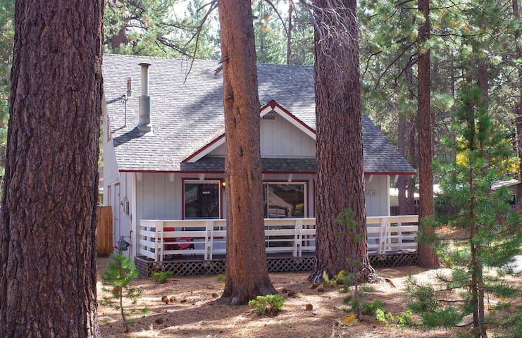Cozy, modern Tahoe chalet in great location