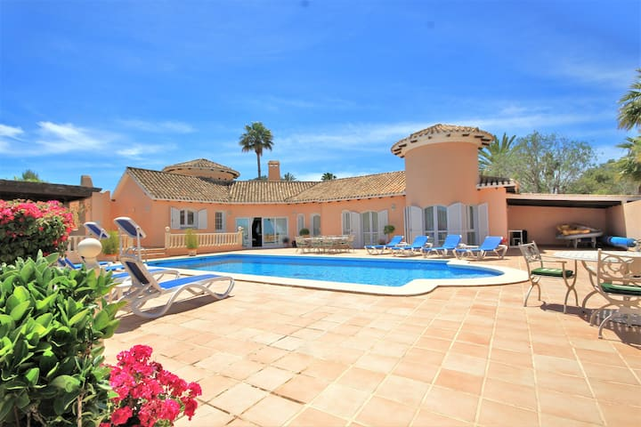 Luxury 5 bed Villa & Tennis Court in La Manga Club
