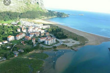 Coqueto apto en la playa entre Bilbao y Santander - Castro Urdiales - Apartament