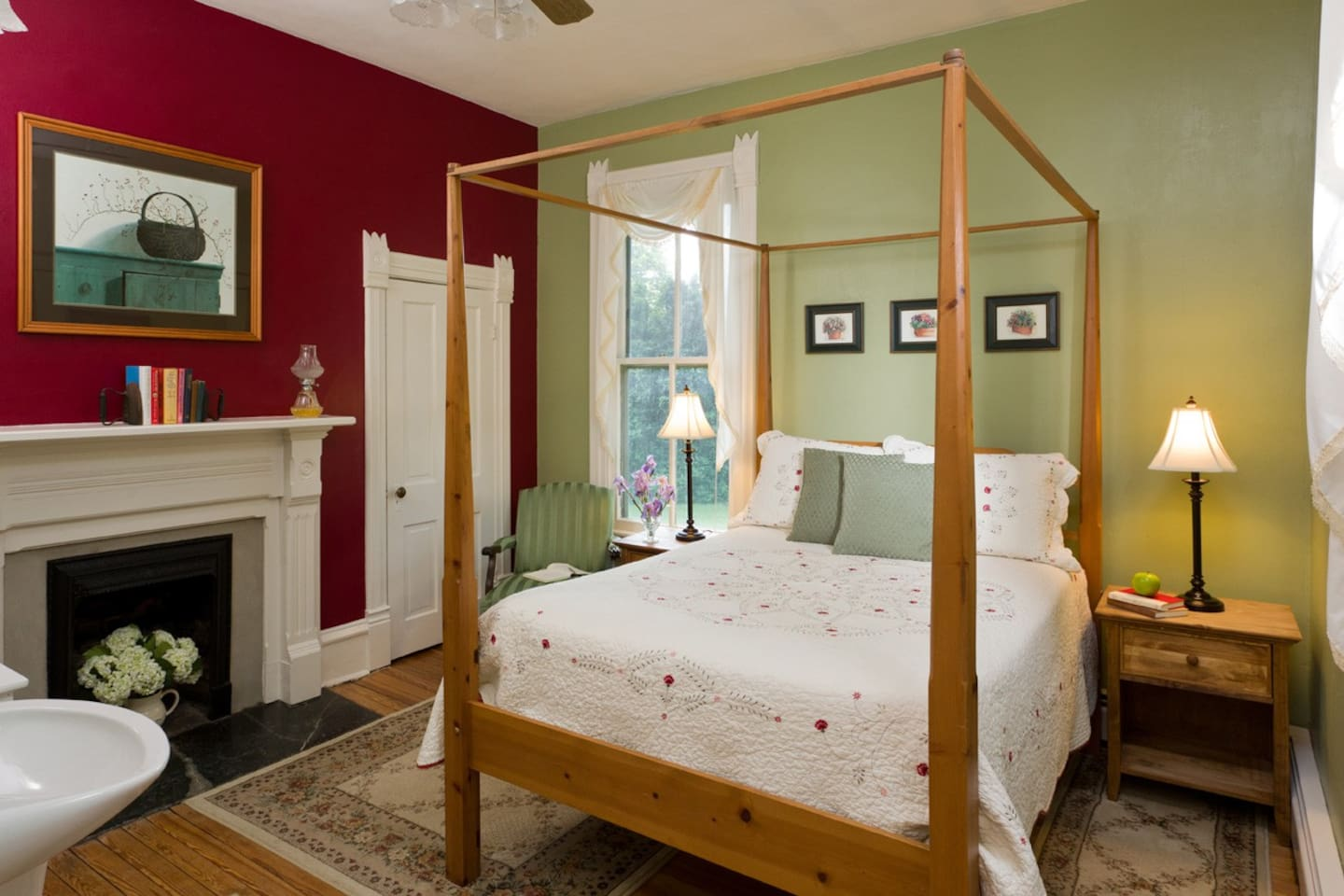 The Shenandoah Room at Afton Mountain Bed & Breakfast - Full-Size Bed