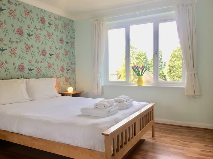 Apple Perch 2 Bedroom Flat - Free Parking