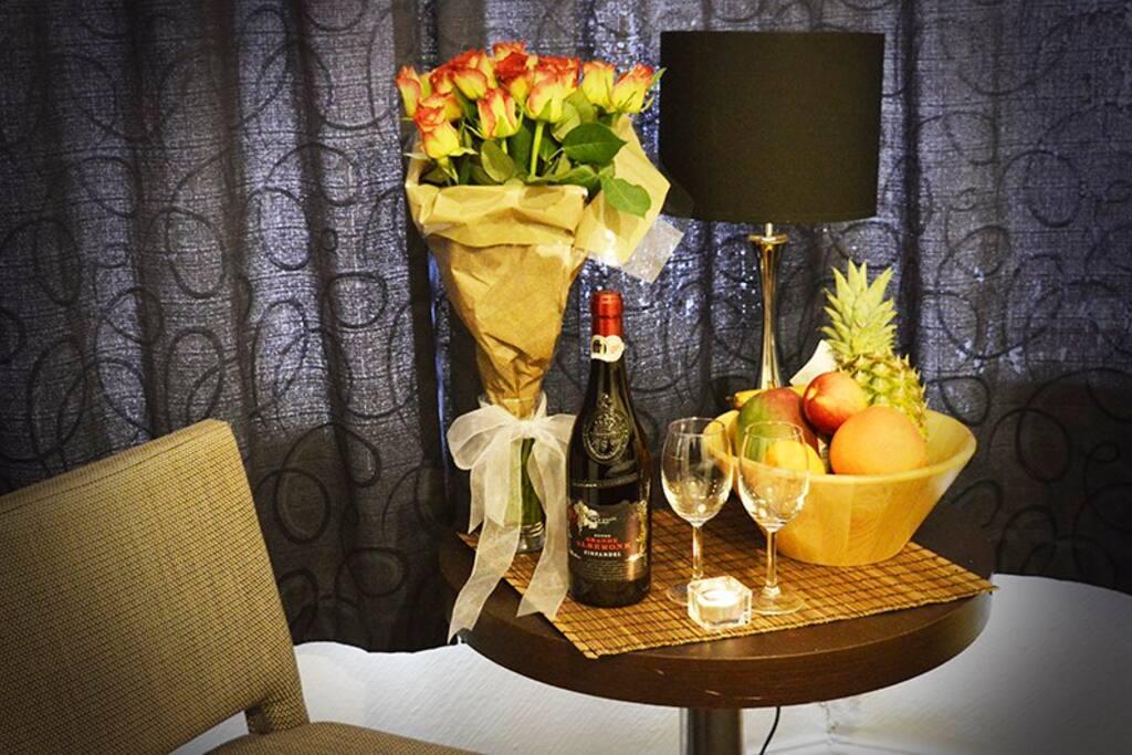 Luxury package on arrival, wine reserva, fruit basket, flowers