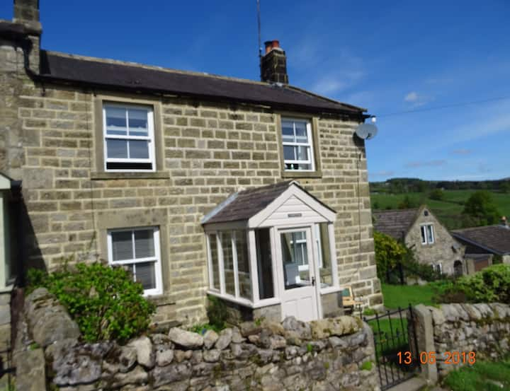 Charming Lofthouse cottage with panoramic views