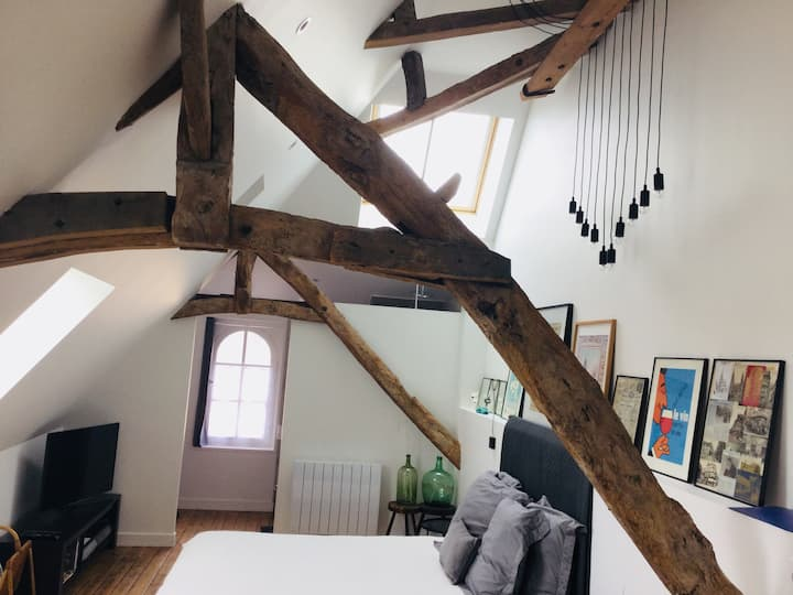 La Tour Bayeux -Tower Loft in Historic City Center