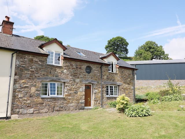 CEFN COTTAGE, family friendly in Llanidloes, Ref 945140