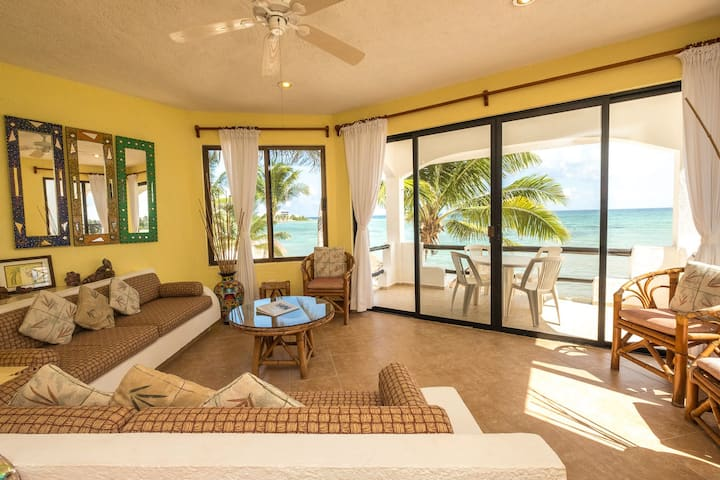 Luna Azul #4 - Cute Beachfront condo - AC, Wifi