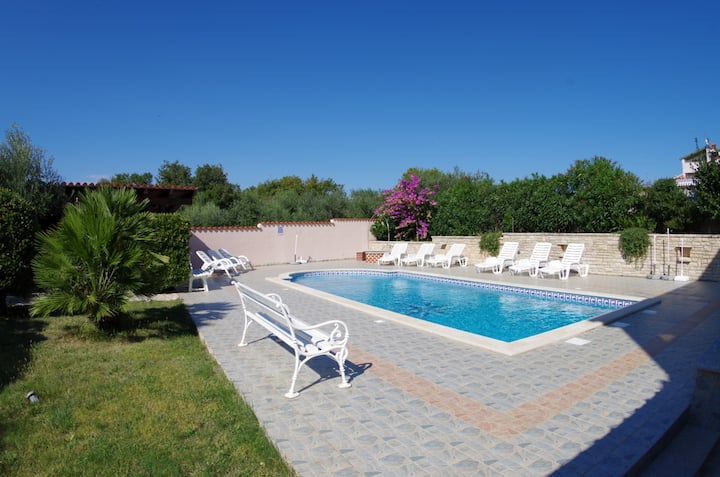"""Holiday apartment """"Ivy"""" with shared pool"""