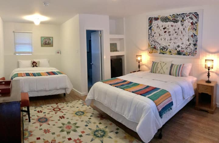 Room 10 · Holiday Road Room-Dame Fortune's Cottage Court