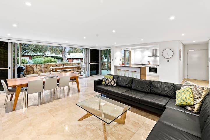 Highview on North.   Luxury beachside apartment #2