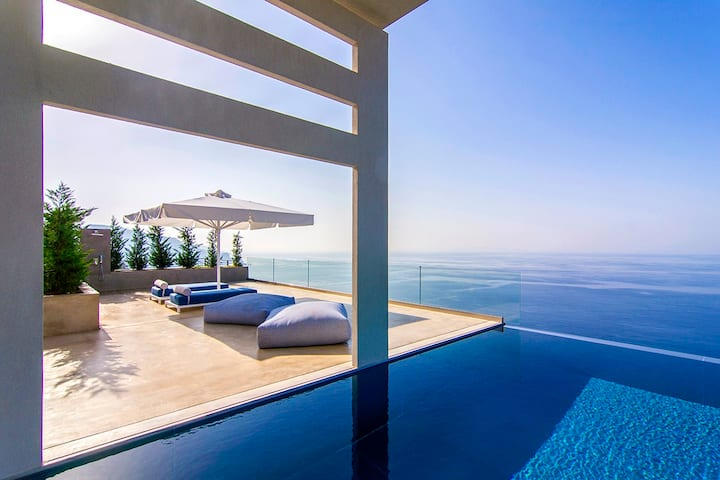 Luxurious Villa Glass with Stunning Seaviews