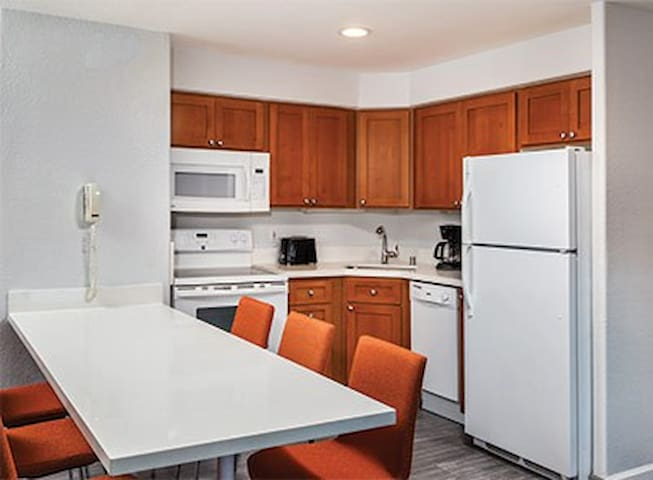 Sleeps 6~NO CLEAN FEES~Downtown~ 2 Bed Wyndham Apt