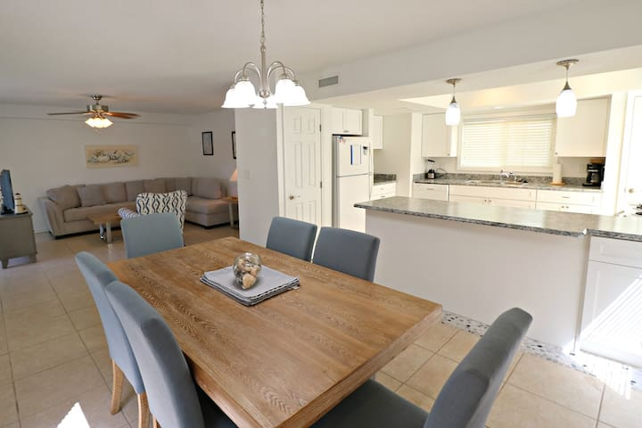Beautiful 3/2.5 Townhome Quail Hollow B5-4TH, Close to Pool and Ocean