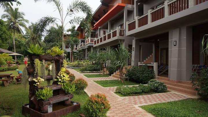 Lanta Intanin Resort (Deluxe Room)