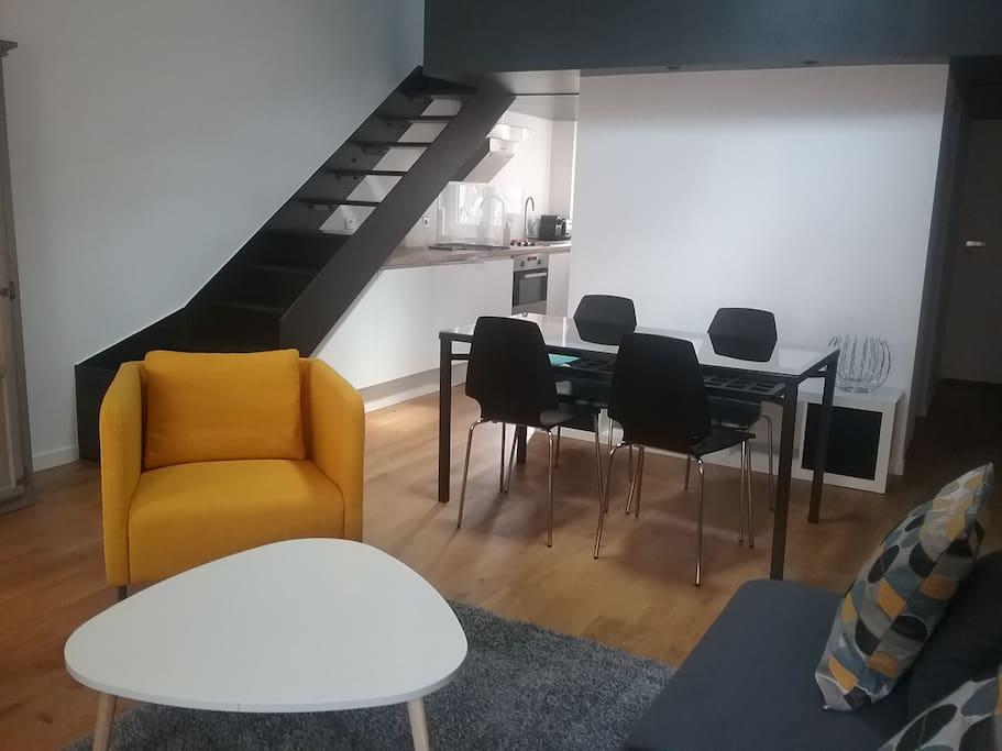 Salon avec accès à la chambre