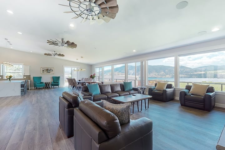 New listing! Modern house w/Lake Chelan views, private pool, game room, & more!