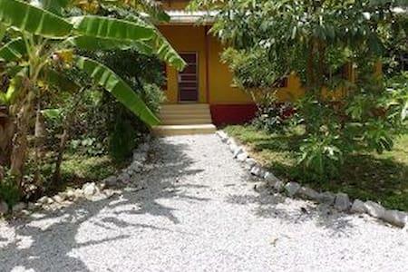 Bon Guesthouse at Trika Eco Resort - Rekkehus