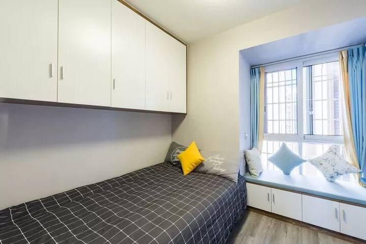 卧室(1.3*2.1米)