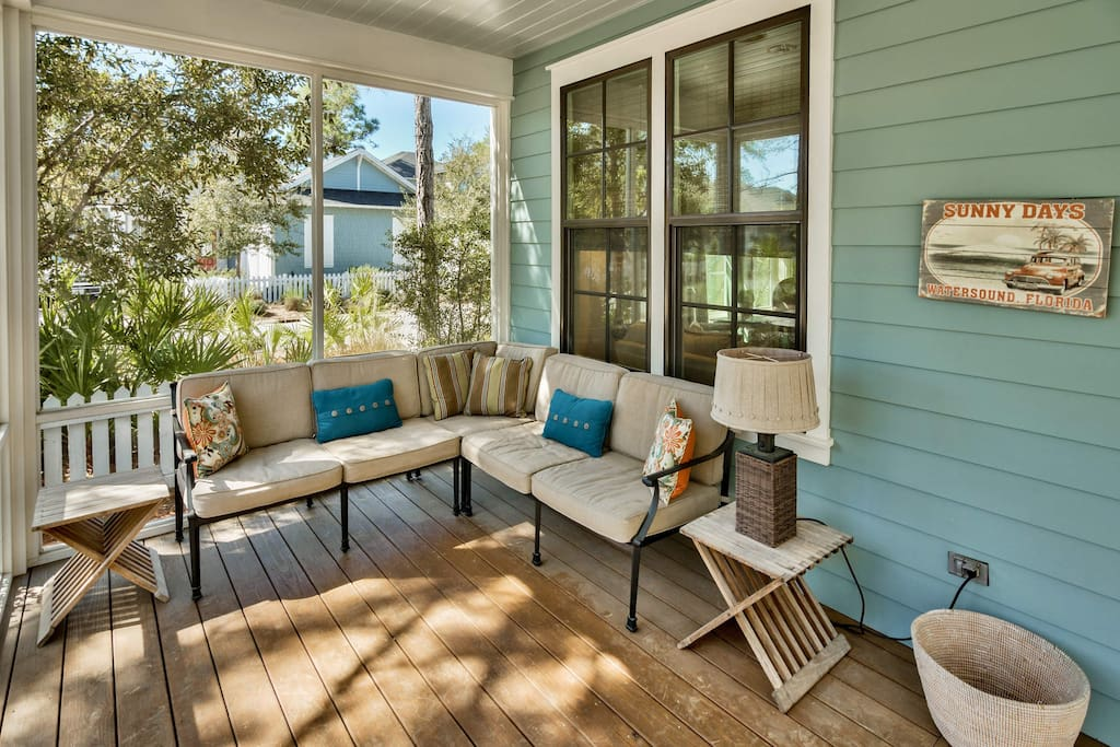 But should the gathering need to spill outside, this spacious, screened-in porch is just the spot.