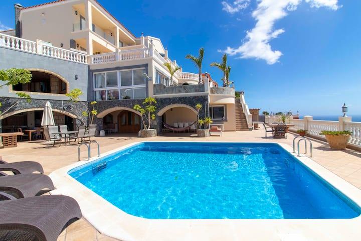 Villa with private pool, sea view