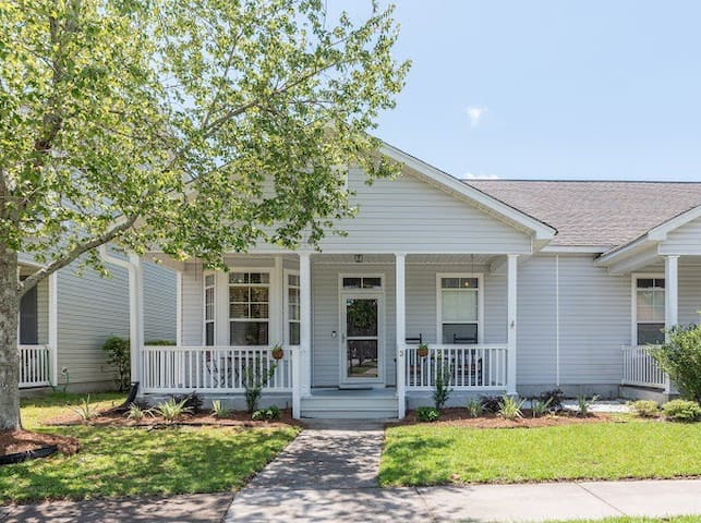 Charming Bluffton Single Story Home In Old Town