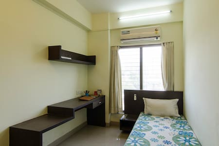 Fully Furnished Home Near Station - Thane - Appartement