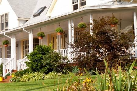 The Mount Battie Inn close to Camden, Maine