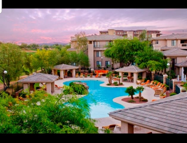 Kierland Commons, Scottsdale. Upscale location.