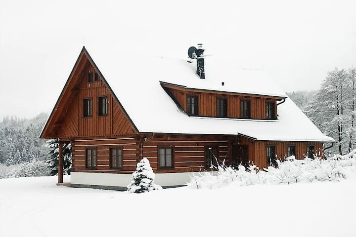 Spacious cottage with 5 bedrooms, woodburning stove, sauna, ski lift only 3 km